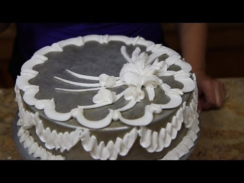 How to use a Rose Tip With Butter Cream Cake Decorating