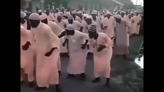 Ramadhani karimu mashehe wakicheza kama ishara ya kuelekea kufanikiwa kumaliza mfungo mtukufu