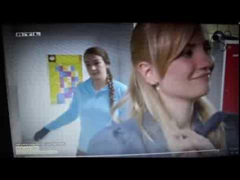 Isabell attackiert Katja 1