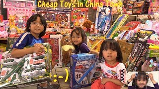 Fidget Spinners from Chinatown. Cheap Toys Shopping, Unboxing and Playtime w/ Hulyan & Maya
