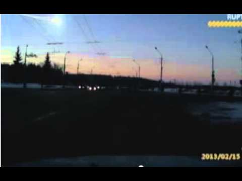 Video Veja o momento em que luz brilhante cruza o céu da Califórnia