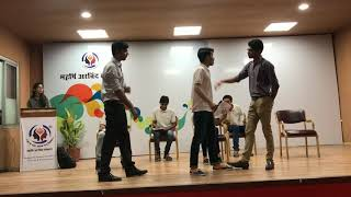 Funny musical drama on college life