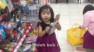 Balita Lucu Belanja Mainan di Supermarket - Elsa Hunting Toy Niala mengajarkan Elsa Belanja Mainan