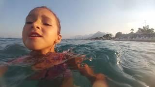 Plajdayız sualtı görüntüleri , eğlenceli çocuk videosu