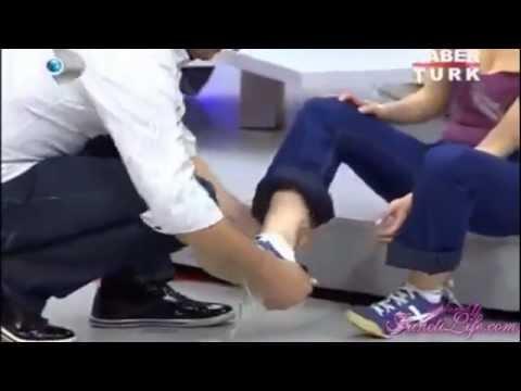 TV de Eşinin Ayaklarını Öptü