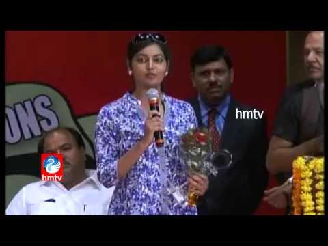 Anchor Roja wins Padmamohana TV Awards 2014 for HMTV MEERA MEMA Program - Exclusive