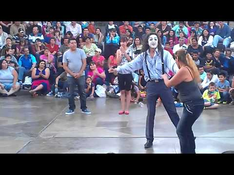 mimo Moy bailando en Plaza Rio es perro