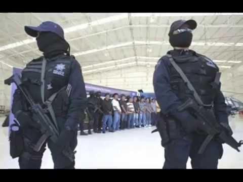 policia federal mujeres robando corazones