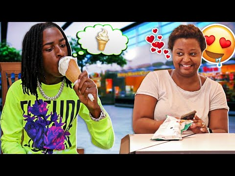 BLIND MAN EATING ICE CREAM CONE AND FLIRTING WITH GIRLS PRANK 😂😂