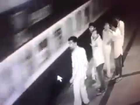 Xxx Mp4 CCTV Footage Borivali Station Platform No 6 3gp Sex
