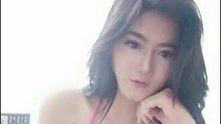 Model Indo Hot Nyaris Telanjang di Kamar Ganti