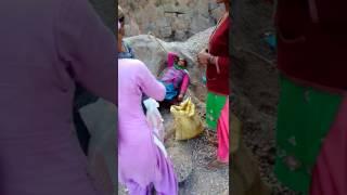 Bhadiyar sarkaghat Mandi HP Mai log job ke liye ldai kr the hai pr Kuch log