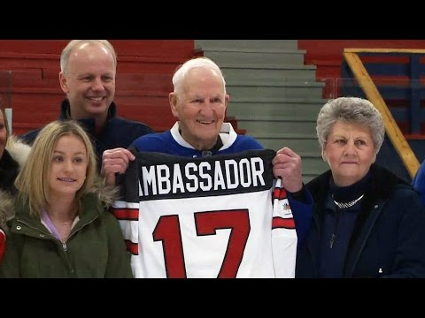 91-year-old player receives honour from Hockey Canada