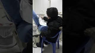 Anuari duke pastruar dhëmbët e lepuroshit te Klinika Dentare Dent-In 😘