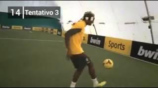 Quand Paul Pogba jongle les yeux bandés