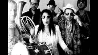 LA CARAVANE PASSE feat ERIKA SERRE Teaser..avi