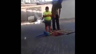 بطل يعرف يصلي أبو كرش هههههههههه😂😂