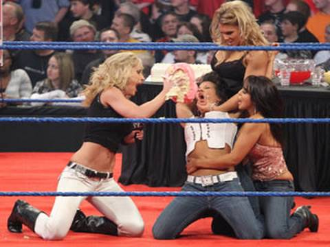 SmackDown: Michelle McCool and Layla's goodbye party for