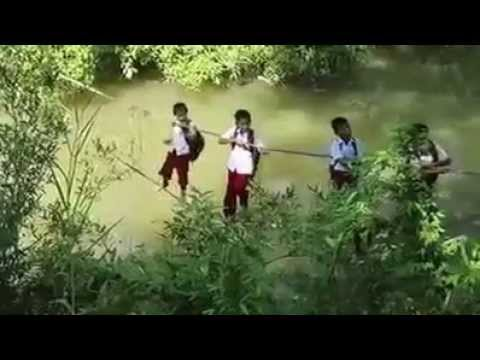 Xxx Mp4 Demi Sekolah Anak SD Berjuang Menantang Bahaya Melewati Jembatan Tali 3gp Sex