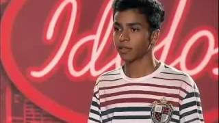 -THYAGO PAGA MAIOR MICO DE TODOS OS TEMPOS NO ÍDOLOS BRASIL 2012!-KKKKKK!!!!!!