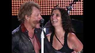 Jon Bon Jovi beija Fã no palco em Rock'n Rio 2013