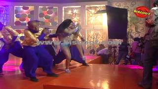 Veena Malik's Hot Scene I Dirty Picture  | Making of Kannada Movie Silk Sakkath Maga - Hot Scene - 1