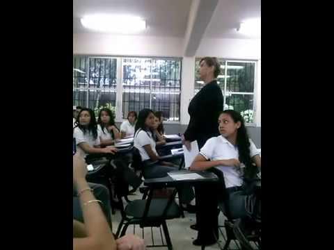 Xxx Mp4 Maestra Da Lección A Alumna Por Insultarla En Twitter 3gp Sex