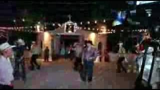 Vaqueros bailando cumbia wuepa