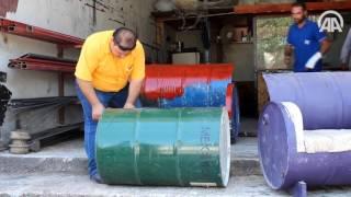 الأناضول | تركيا..سوري يبدع في صنع الأرائك من براميل المياه الفارغة