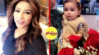 ابنة مذيعة العربية تقتحم الستوديو و تفاجئ والدتها بعيد الام !!
