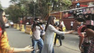 देखिए ये क्या कर रही हैं श्रद्धा कपूर  | Shraddha Kapoor At Work