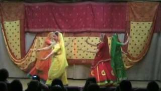 Saraswati group moscow performing Gujrati Dance