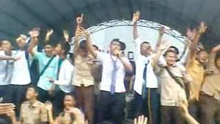 Kita untuk selamanya (moment perpisahan sekolah man bawu jepara2011)