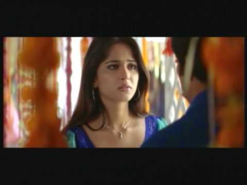 Hot Romantic Chemistry Between Ravi Teja Anushka
