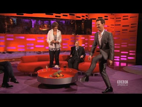 Benedict Cumberbatch does Beyonce s Crazy in Love Walk The Graham Norton Show on BBC America