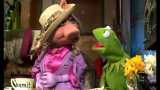 The Muppet Show - Miss Piggy appears angry