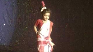 Bangla Dance- Tui kene kada dili shada kapore