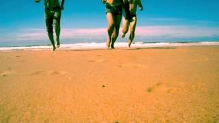 Guillo/Askehoug/GéraldGenty : 3 garçons qui sortent du l'eau