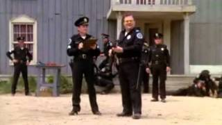 Loca Academia de Policía, prácticas de tiro