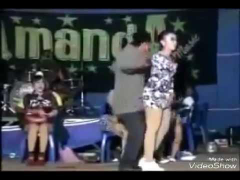dangdut - goyang hot lucu #pak tua gesek artisnya sexy cantik