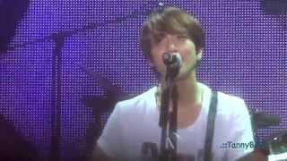[FanCam] CNBLUE Can't Stop in DAEGU - LOVE LIGHT : YongHwa