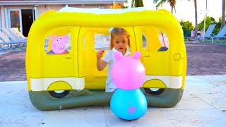 Funny Kid sing and dance The Wheels on the Bus Song for kids and Peppa Pig Toys