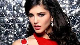 Sunny Leone Showing Her Assets In Mall