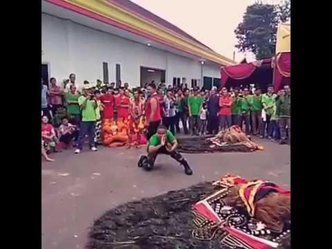Tolak Reog untuk ngamen!!! Lihat aksi TNI asal Ponorogo ini dalam menampilkan Reog Ponorogo