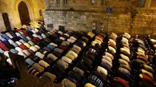 الفلسطينيون يرفضون إجراءات المراقبة الإسرائيلية الجديدة عند مدخل المسجد الأقصى