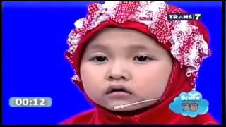 طفلة اندونيسية تحفظ القرآن