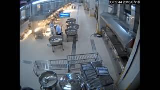 Darbecilerle işbirliği yapan İBB çalışanı kamerada