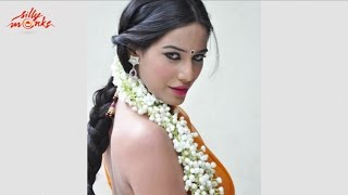 Poonam Pandey Latest Sensuous Stills In Saree