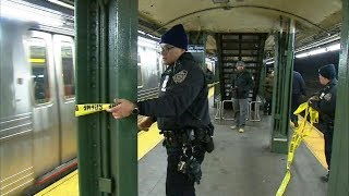 Man dies after stranger punches him, knocks him onto subway tracks