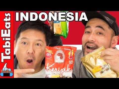 Japanese Try Indonesian Snacks and Treats (Food Haul)
